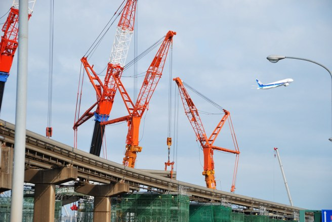 """Cranes by A-Runway of Haneda Airport"" by ykanazawa1999 is licensed under CC BY-NC-SA 2.0"